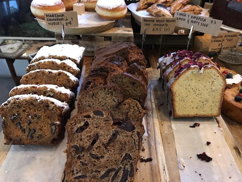 Vegan bananenbrood bij Blackbird in Ruzafa, Valencia