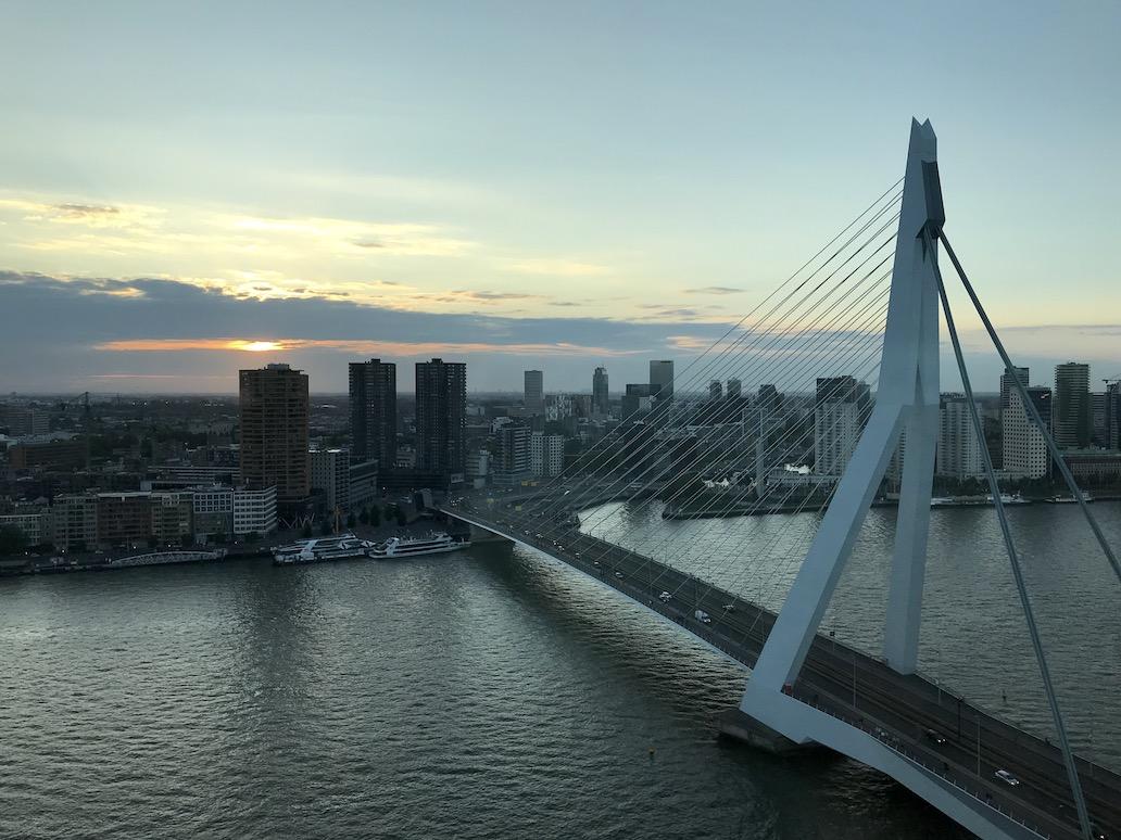 Hotel Nhow Rotterdam: het uitzicht op de Maas en skyline