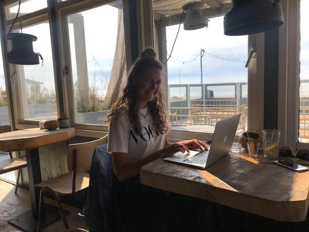 Digital nomad beroepen: 7 banen die je overal ter wereld kunt doen