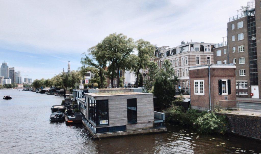 Sweets hotel: slapen in een brugwachtershuisje in Amsterdam: de Nieuwe Amstelbrug