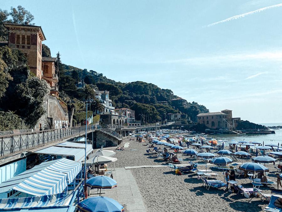 Het strand van Levanto, Italië