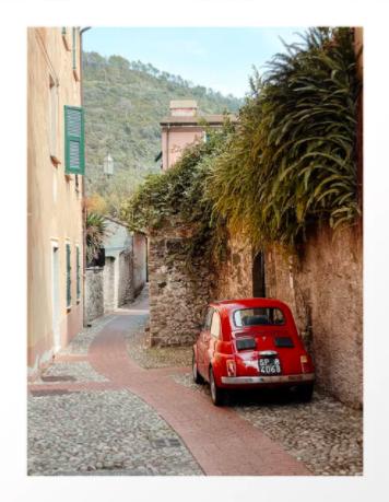 Een rode Fiat 500 oldtimer in Italië