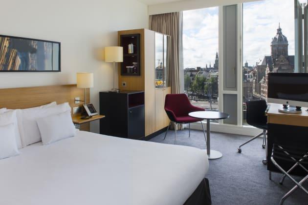 DoubleTree by Hilton Hotels in Amsterdam: hotel met uitzicht over stad in Nederland